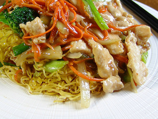 Noodles with chicken and veggies